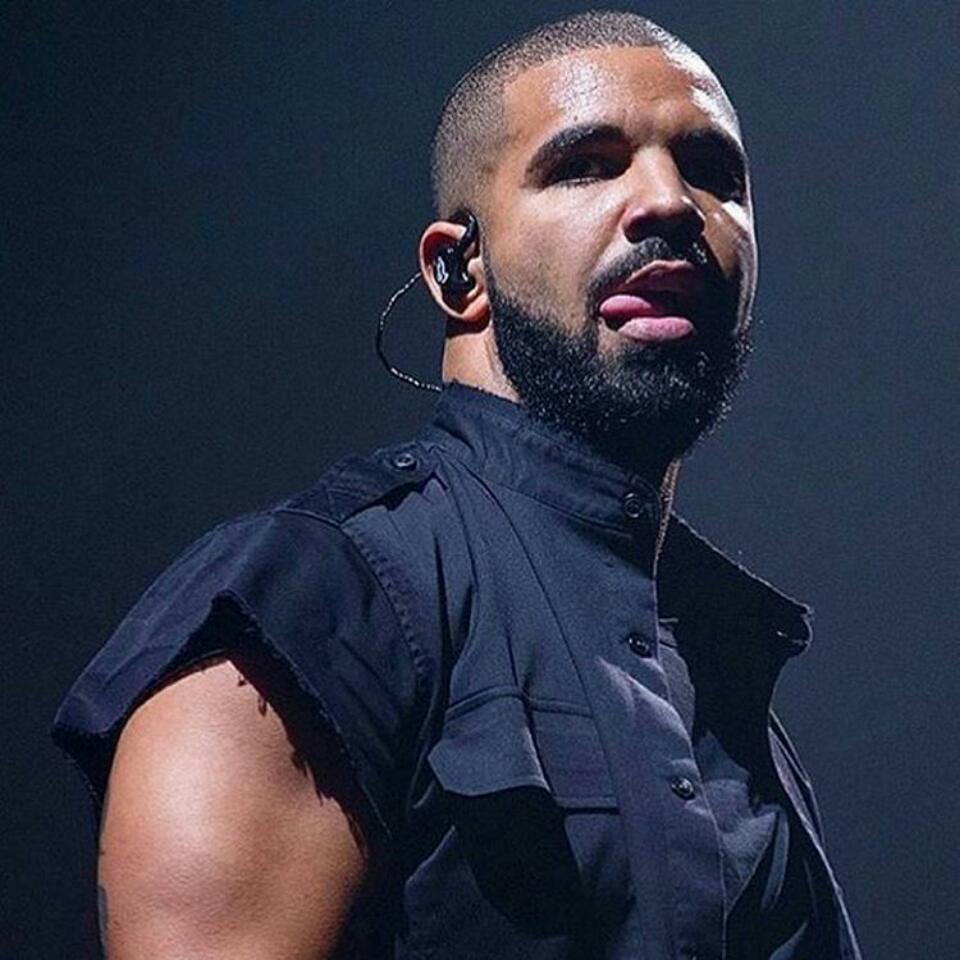 'F**k That Man' - Drake Throws Epic Shade At Donald Trump In Concert
