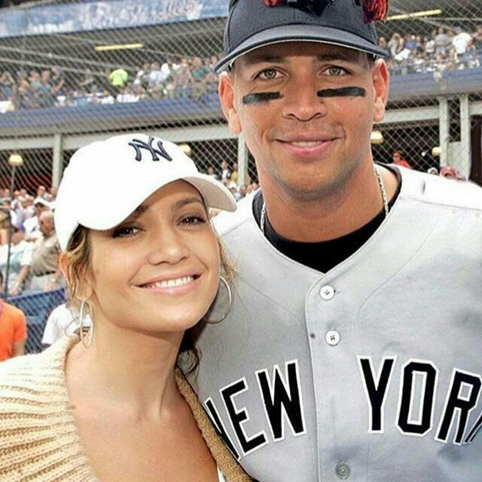 Cuddled Up Photo Of Jennifer Lopez And Boyfriend Alex Rodriguez