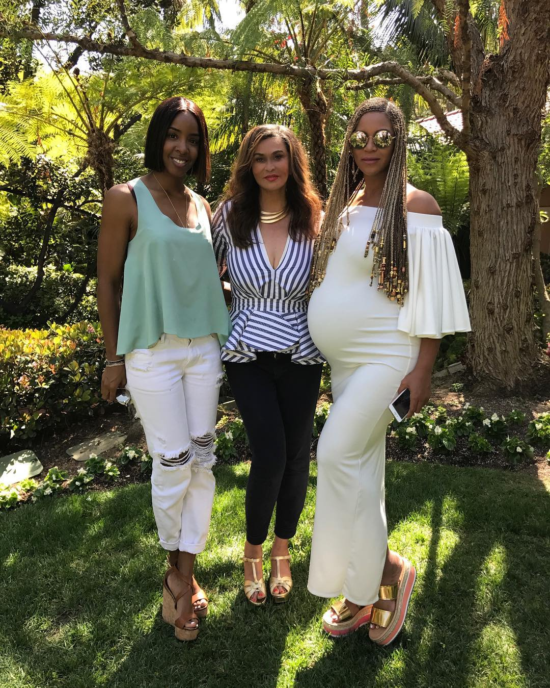 Beyonce Flaunts Baby Bump While Celebrating Easter 1