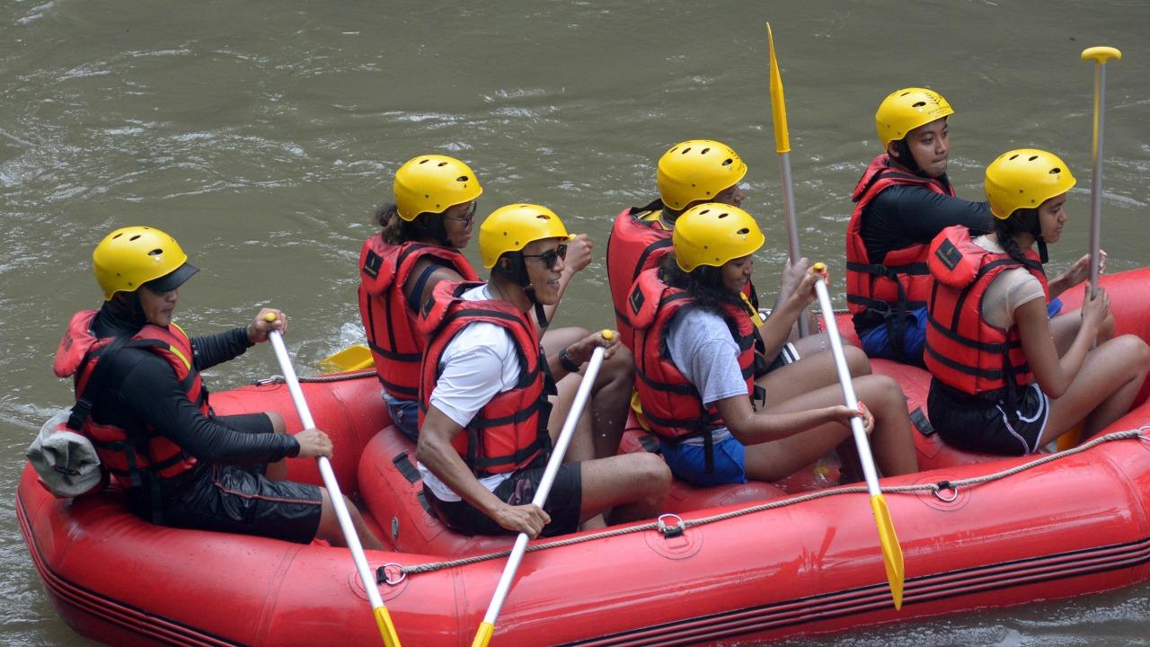 Obama Family River Rafting In Bali (2)