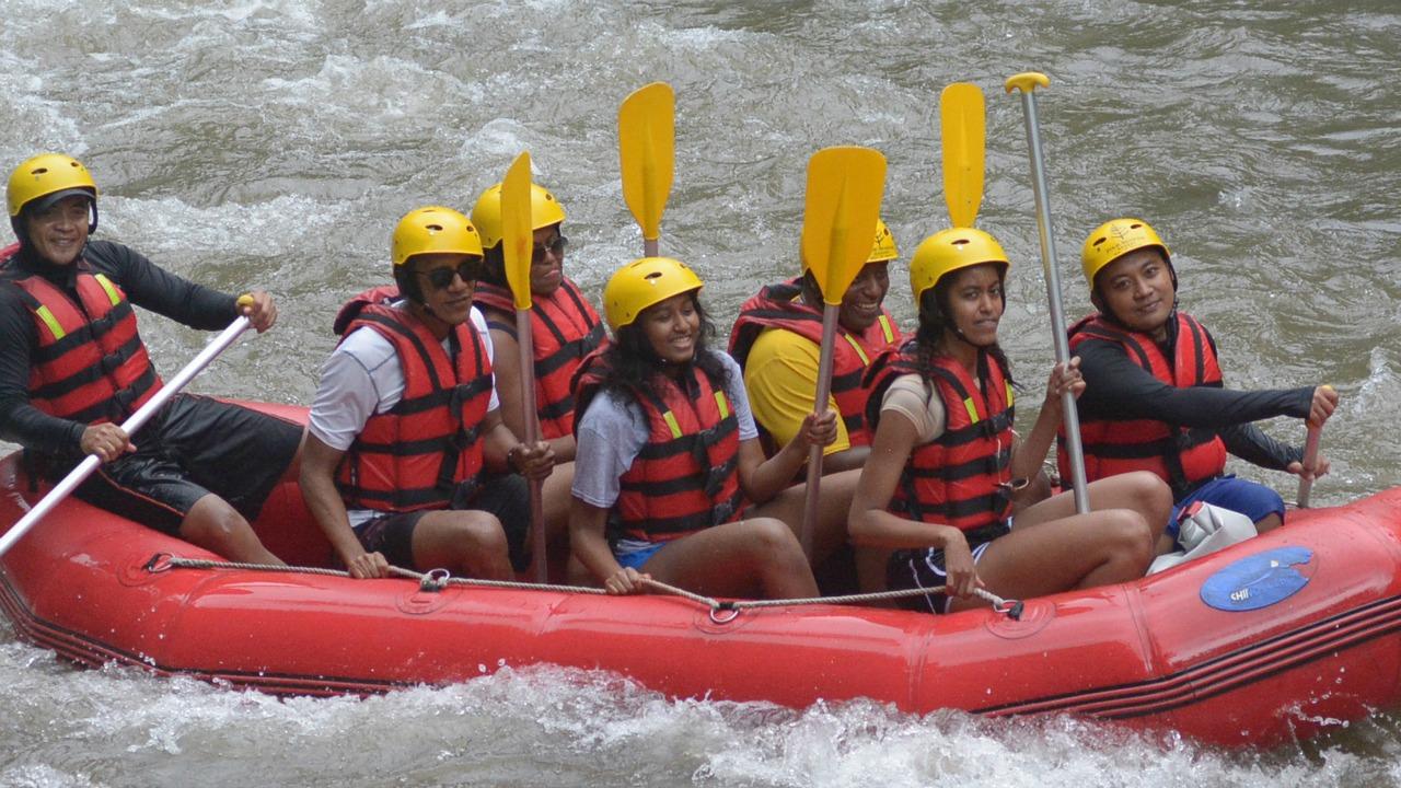 Obama Family River Rafting In Bali (1)