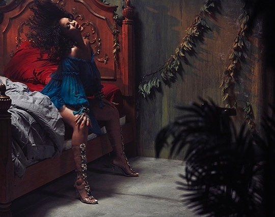 Rihanna In Alberta Ferretti Off The Shoulder Midi Dress (3)