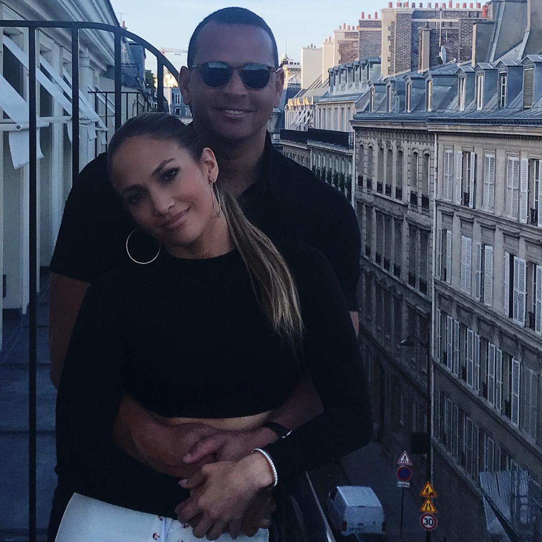 Cute PDA Pics Jennifer Lopez And Alex Rodriguez (1)