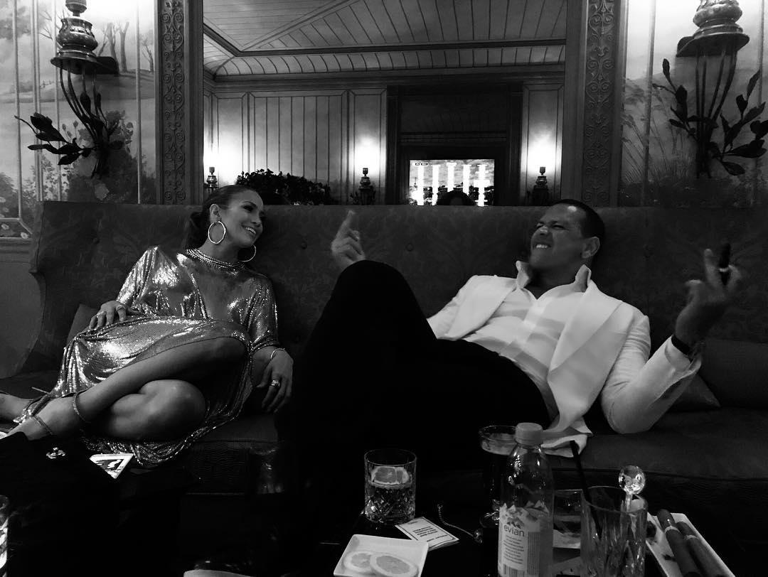 Cute PDA Pics Jennifer Lopez And Alex Rodriguez (3)