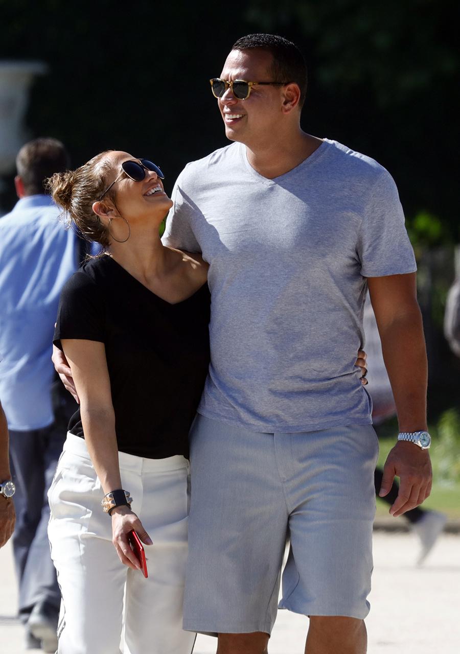 Cute PDA Pics Jennifer Lopez And Alex Rodriguez (5)