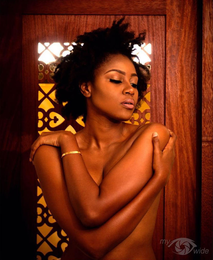 Yvonne Nelson Goes Topless (2)