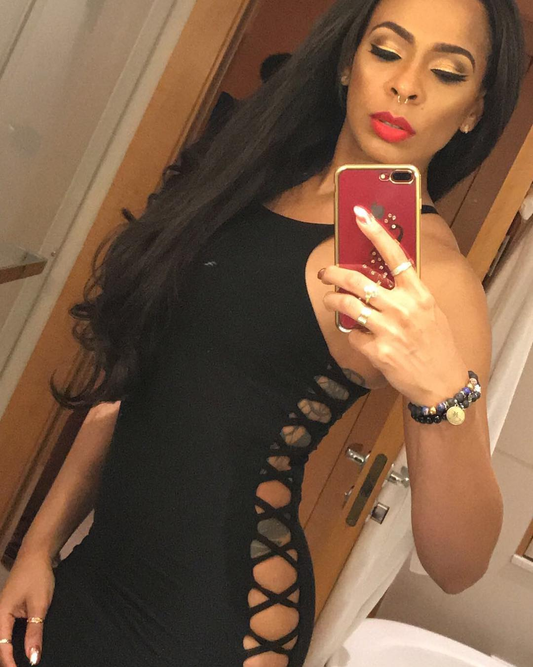 Fans React After TBoss Is Pictured Without Pant At An Event (1)