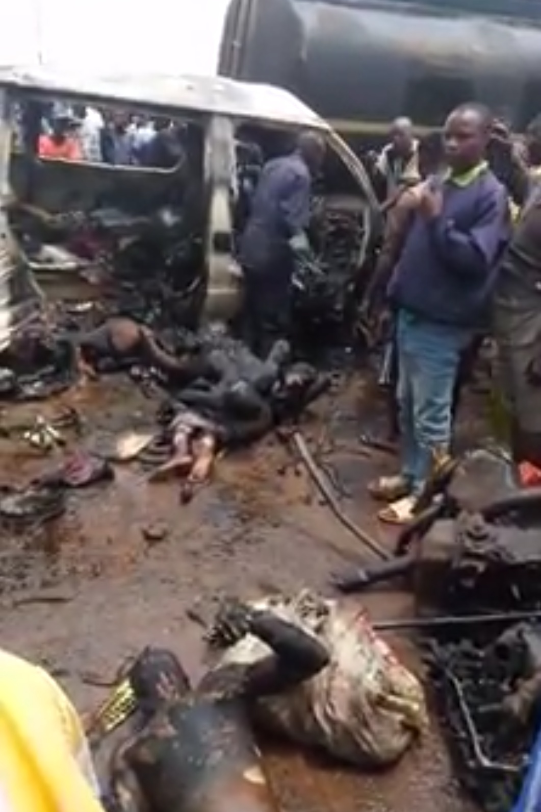 Bus Caught Fire In Ife And Burnt Passengers Beyond Recognition (2)
