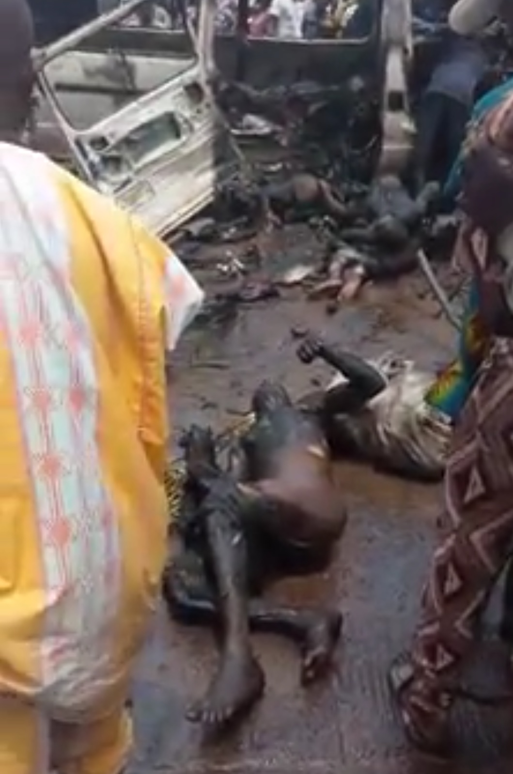 Bus Caught Fire In Ife And Burnt Passengers Beyond Recognition (3)