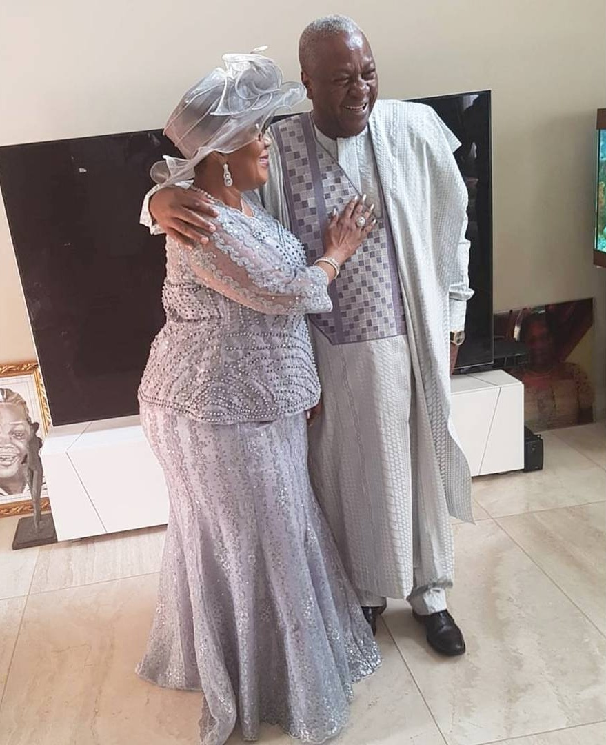 John Mahama Pictured With His Family To Mark 25 Years Of Marriage (3)