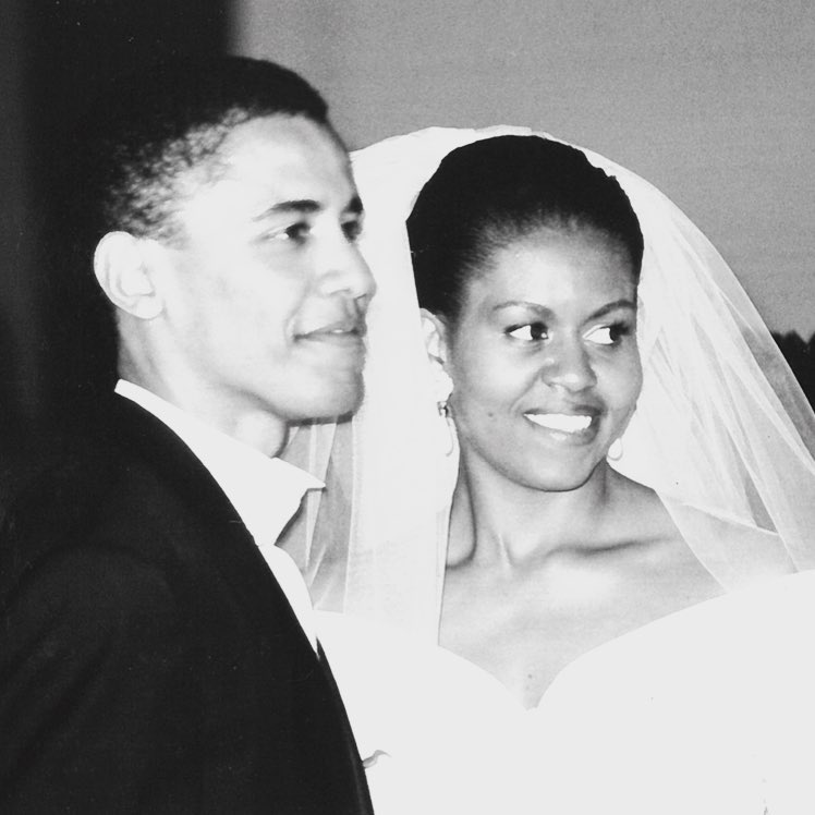 Michelle And Barack Obama Celebrate 25th Wedding Anniversary (1)