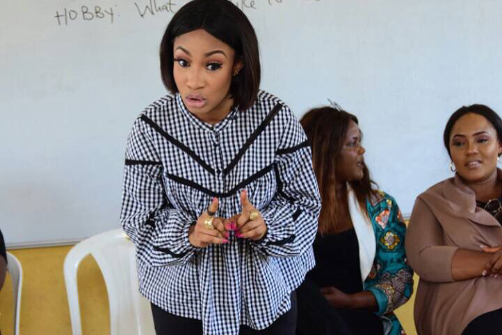 Tonto Dikeh Had An Emotional Day At Lea Primary School Kugbo (2)