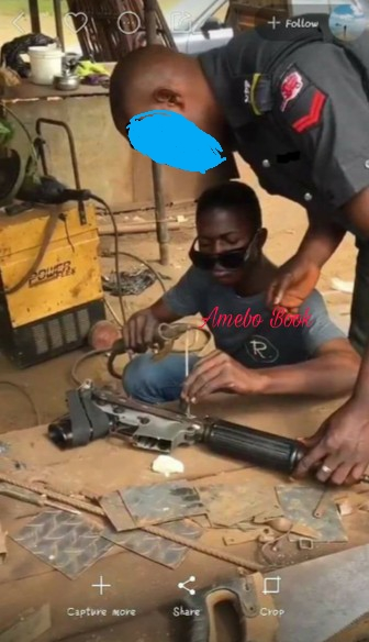 Nigerian Policeman Was Caught On Camera Fixing His Gun At Welder's Shop (2}