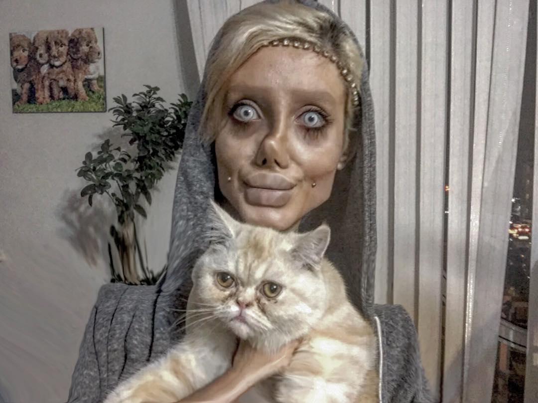 Iranian Teen Has Undergone 50 Surgeries To Look Like Her Idol Angelina Jolie (4)