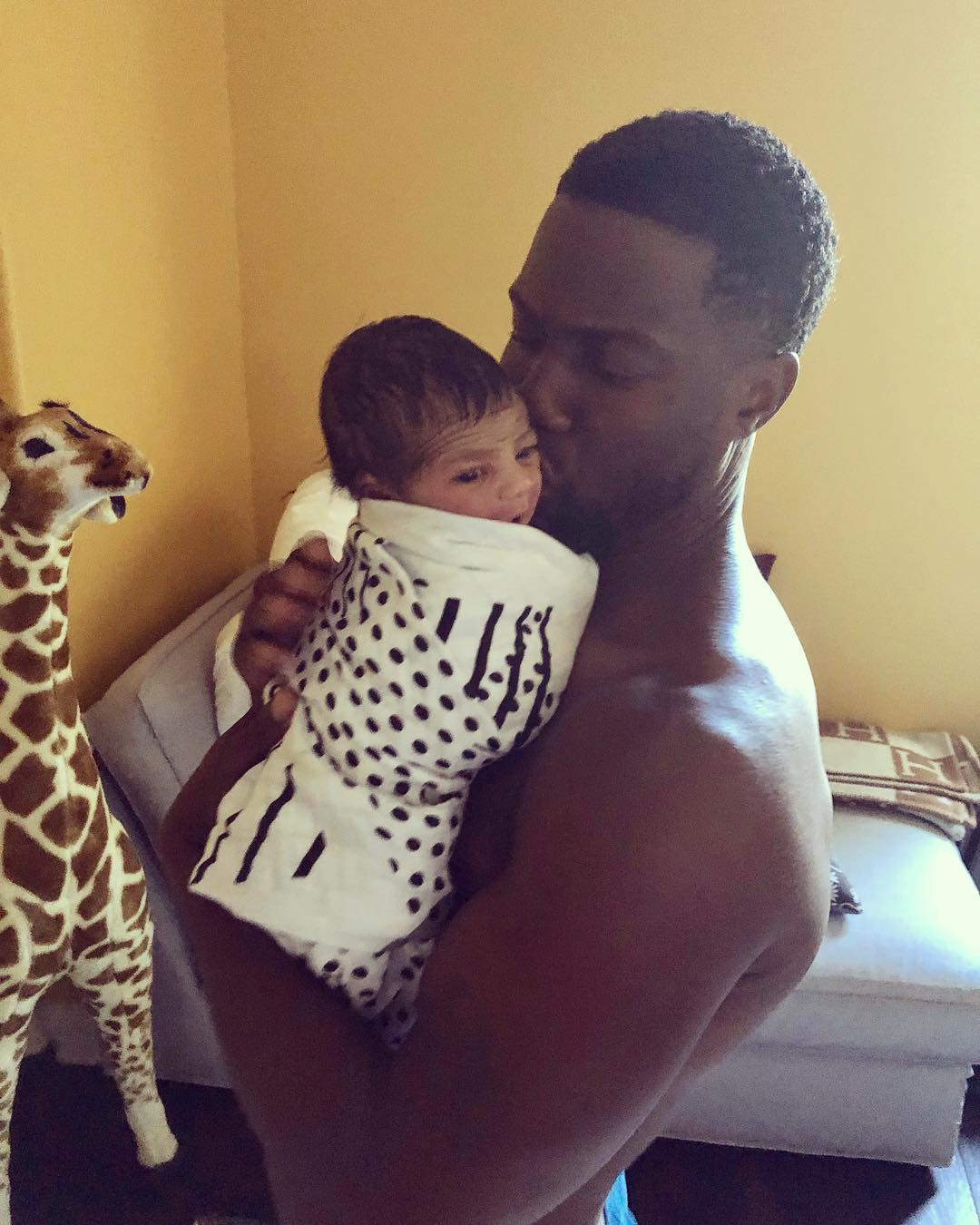 Kevin Hart Shares Photo Of His Son Kenzo Kash's Face (2)