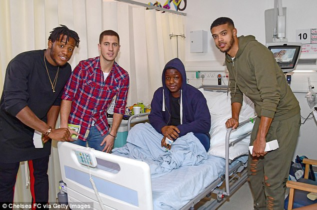 Chelsea Superstars Visited The Kids At Chelsea & Westminster Hospital (2)