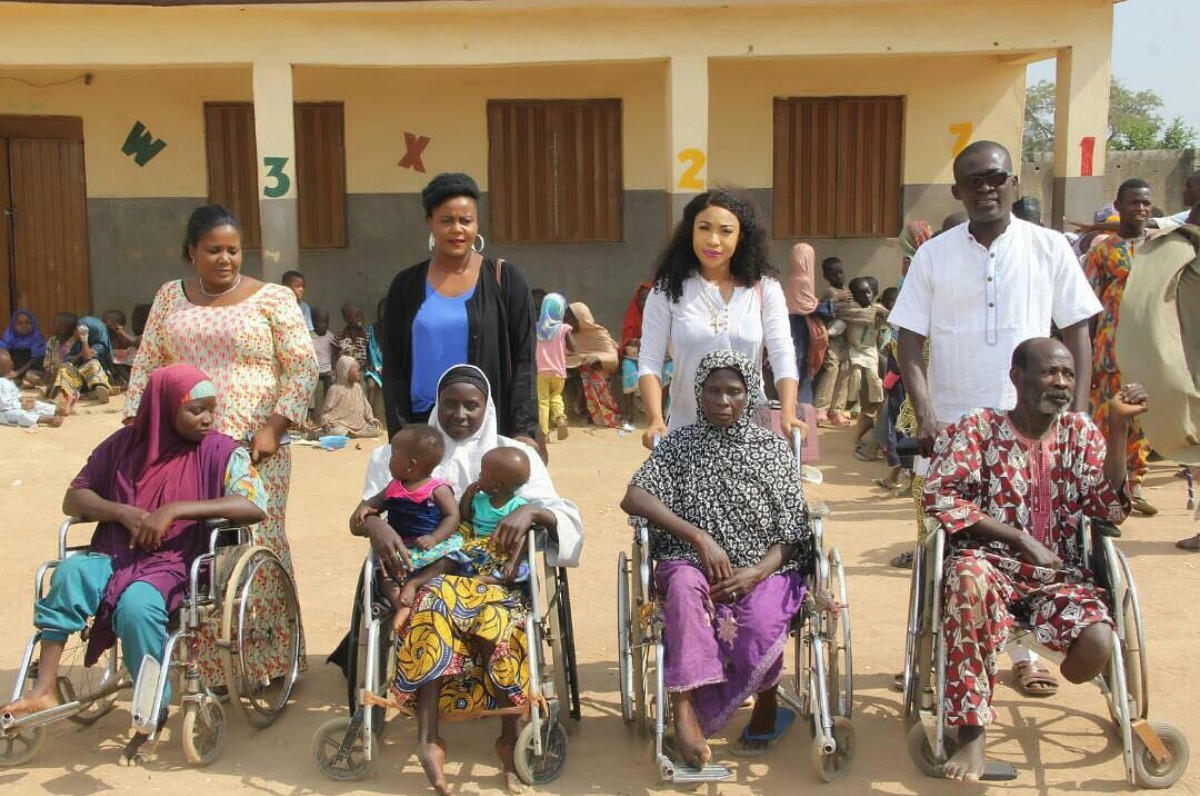 Tonto Dikeh Carries Physically Challenged Elderly Woman (2)