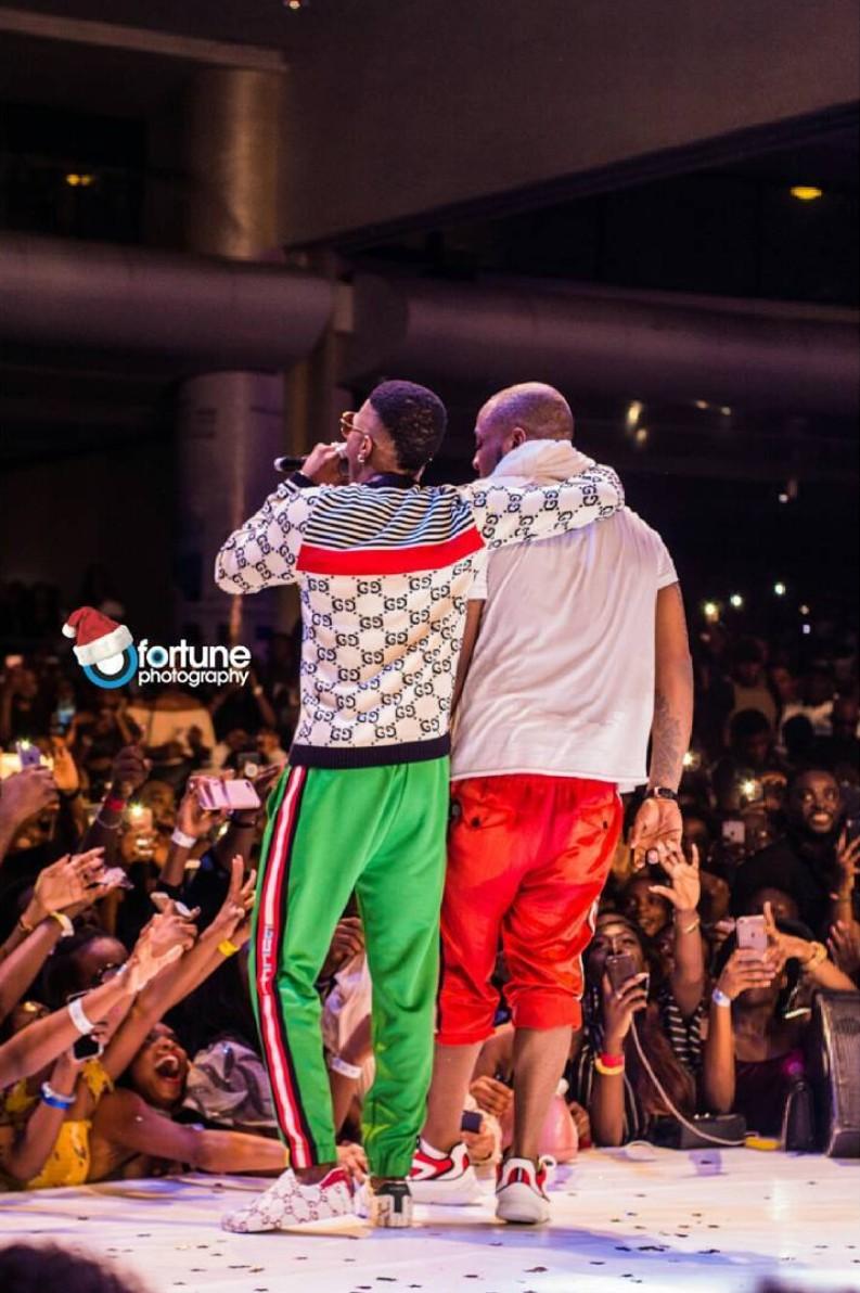 Davido And Wizkid Performed 'Manya' Together At His #30BillionConcert (5)