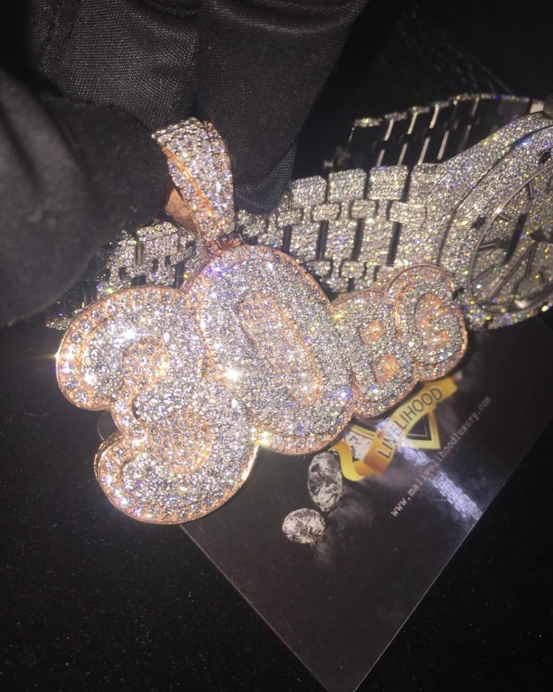 Davido Shows Off His Newly Acquired Diamond Chain And Watch (2)