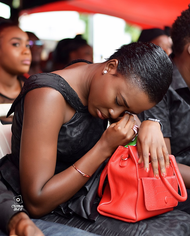 Fella Makafui Was Handed A Handkerchief To Wipe Tears At Ebony Reigns One Week Memorial Service (2)