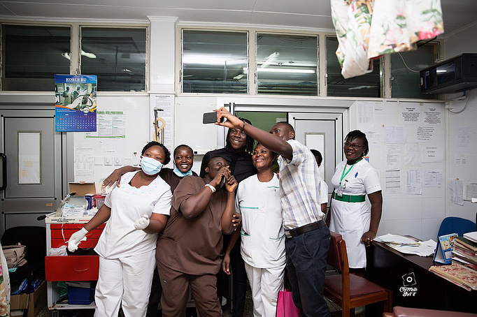 Stonebwoy Pays Off Hospital Bills For Patients At The Korle Bu Accident Care Unit (6)