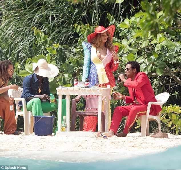 Beyonce Pictured Sitting On Jay-Z's Lap (3)