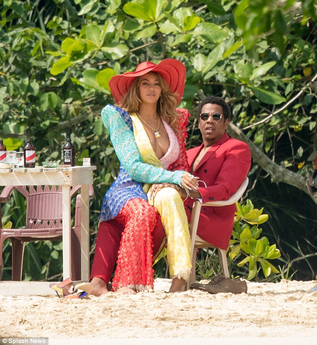Beyonce Pictured Sitting On Jay-Z's Lap (5)