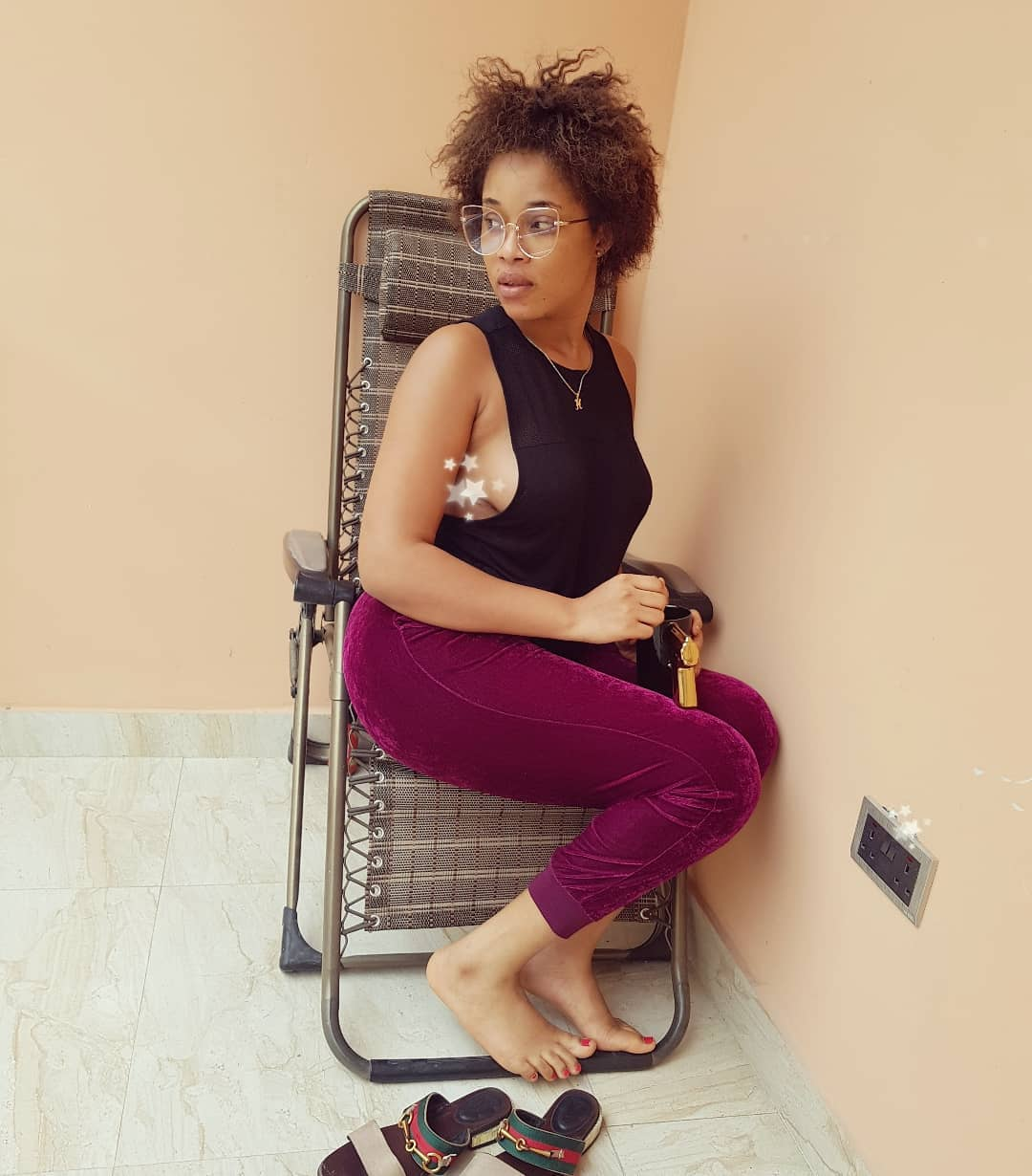 Onyii Alex Flashes Sideboob On Her Natural Hair Day