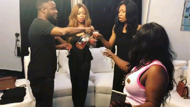 MC Galaxy Showers Nina And Her Sisters With Cash (4)