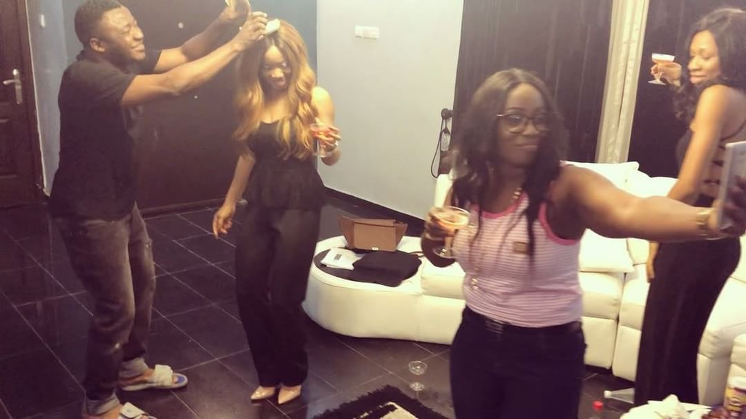MC Galaxy Showers Nina And Her Sisters With Cash (2)