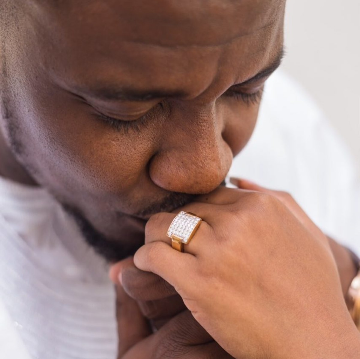 John Dumelo Gave His Wife This Diamond Ring (3)