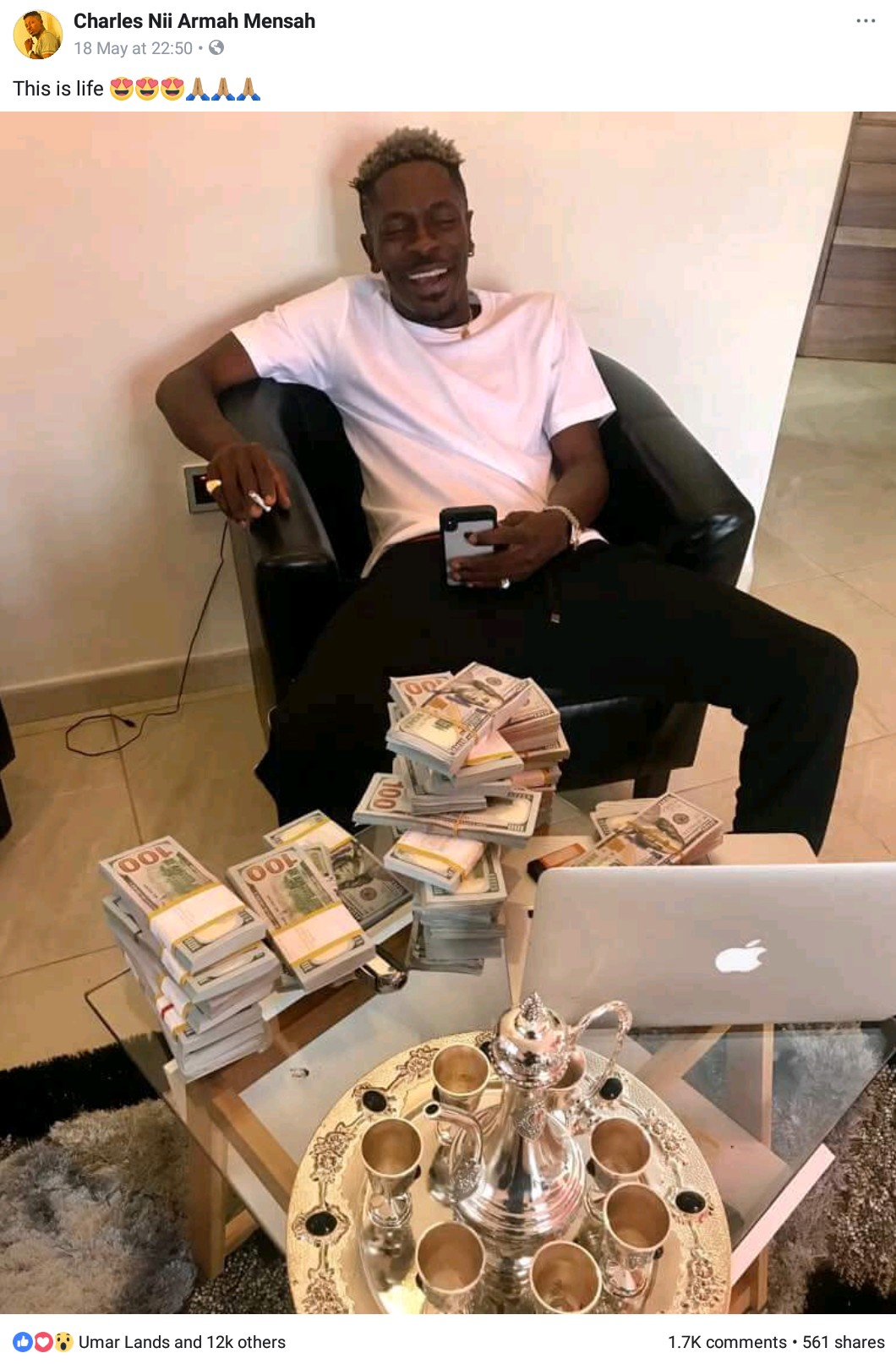 Shatta Wale Flashes Wads Of Cash (2)