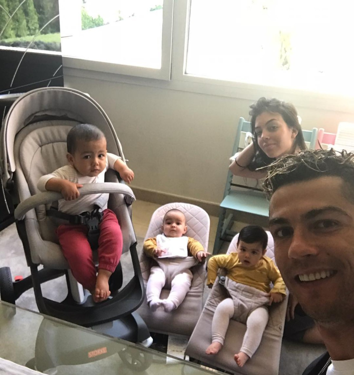 Cristiano Ronaldo With His 3 Babies (2)