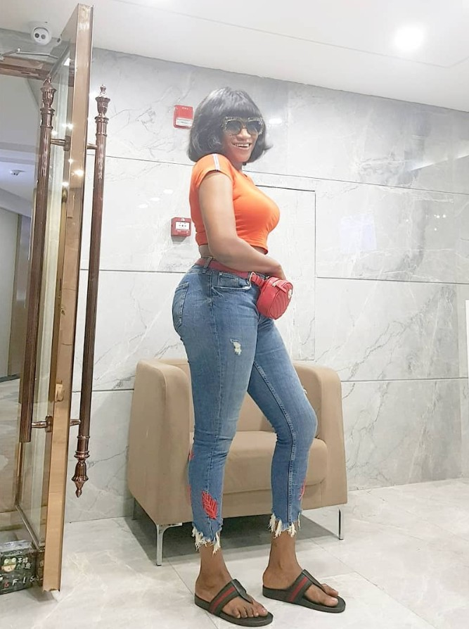 Oge Okoye Flashes Belly Button (3)