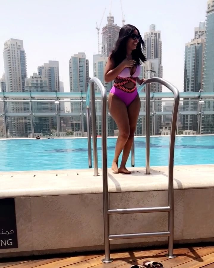 Onyii Alex Shows Off Her Curves In Swimwear (3)