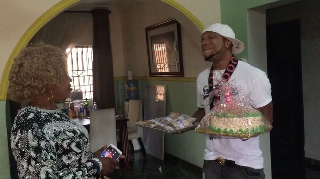 Charles Okocha Gifts His Mum Tray Full Of Cash (2)
