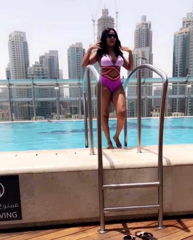 Onyii Alex Shows Off Her Curves In Swimwear (5)