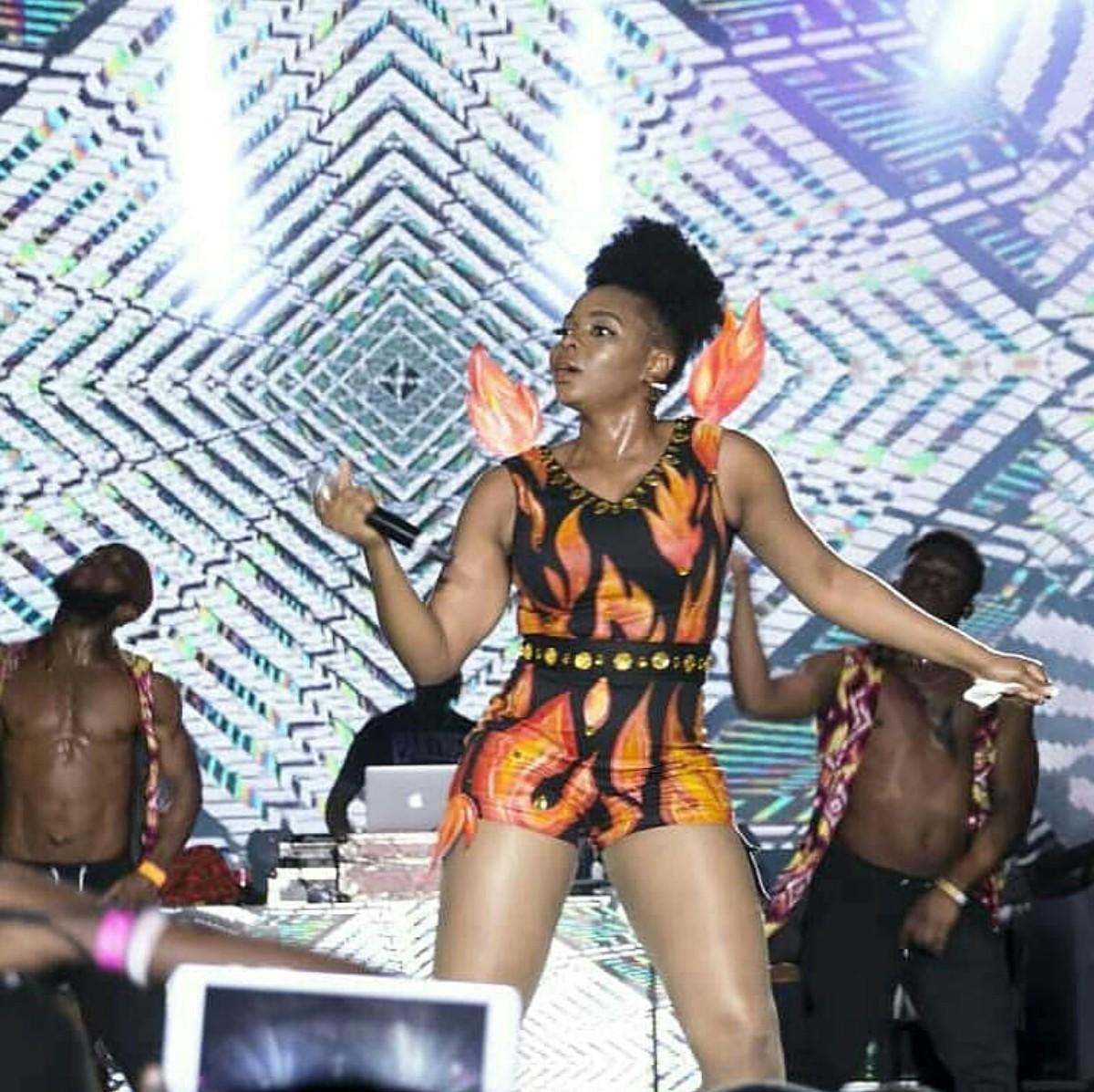 Yemi Alade Burning Fire Ankara Outfit (4)