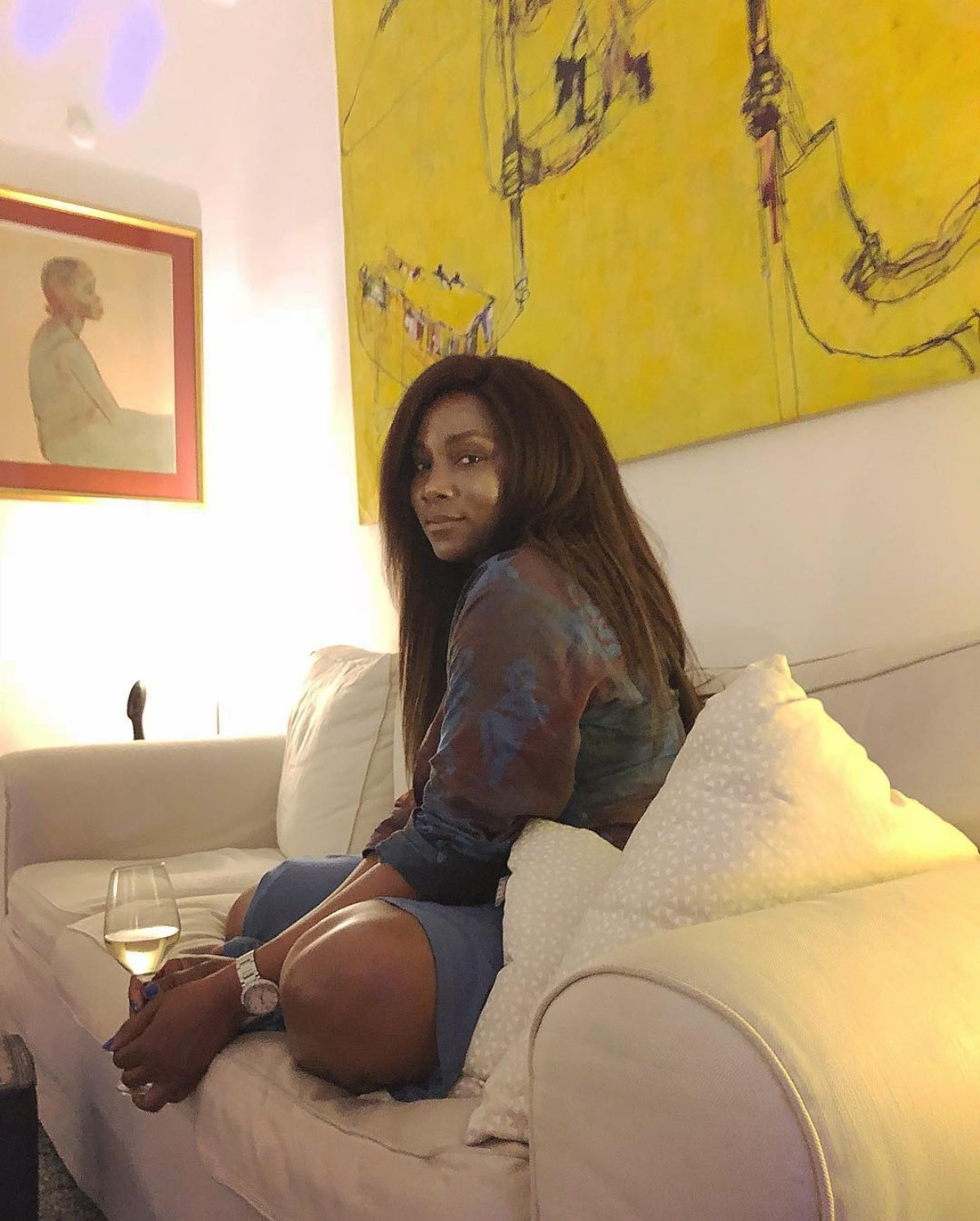 Genevieve Nnaji Chilling Surrounded With Wine And A Broken Bottle (2)
