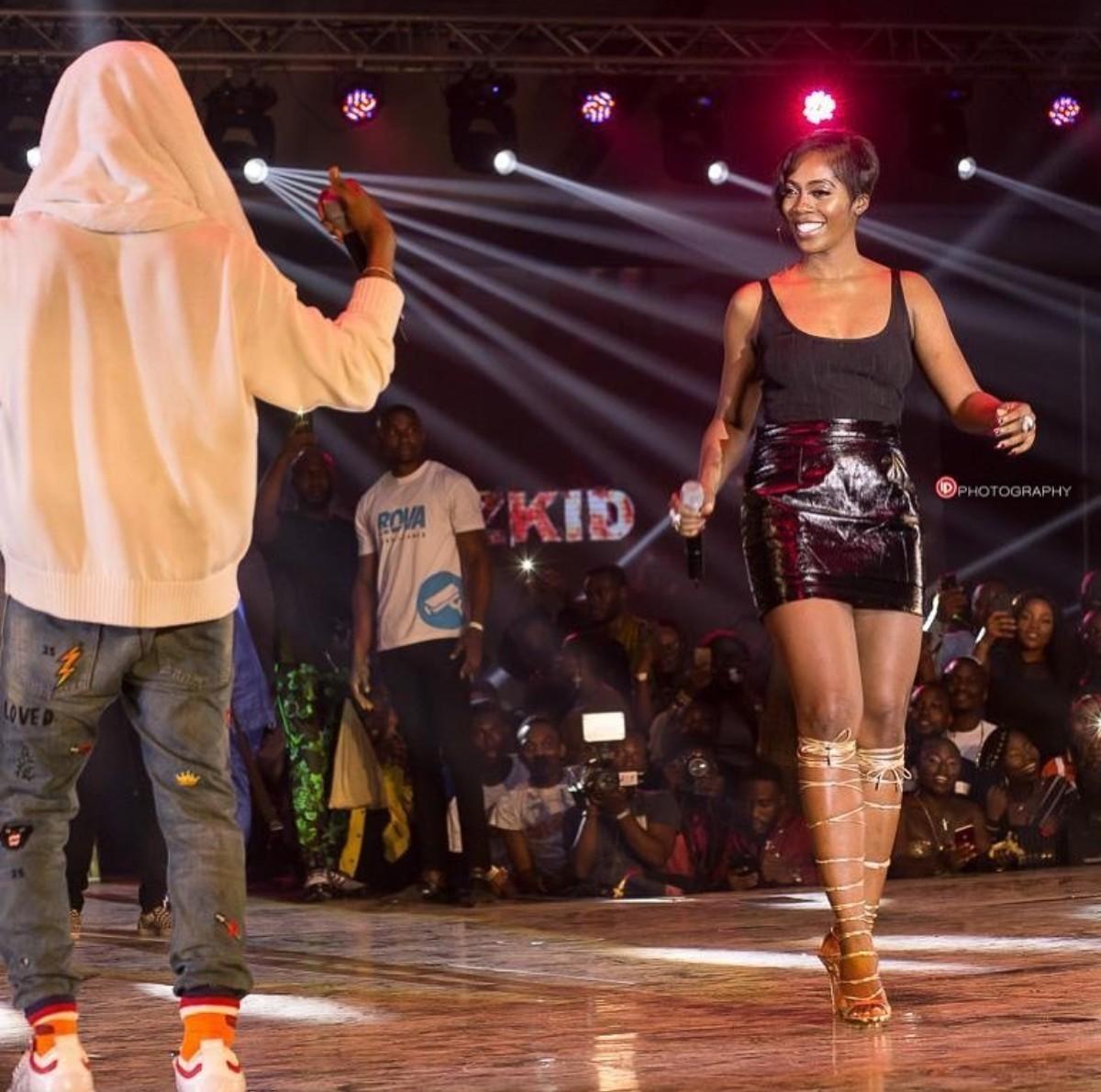 Tiwa Savage And Wizkid Hug On Stage Ghana Meets Naija 2018