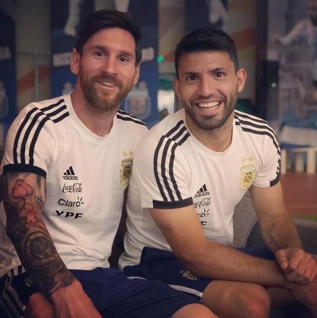 Lionel Messi With Sergio Agüero