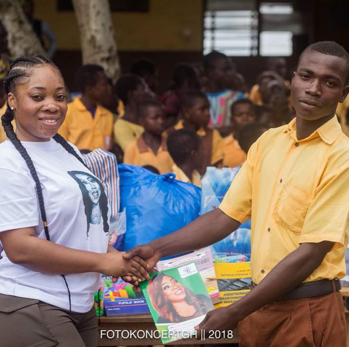 Moesha Boduong Aids TEBU/MA BASIC SCHOOL With Learning Materials (7)
