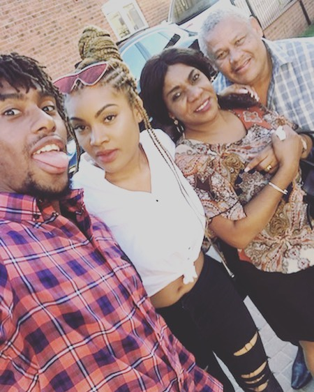 Alex Iwobi Poses With His Parents And Sister (2)
