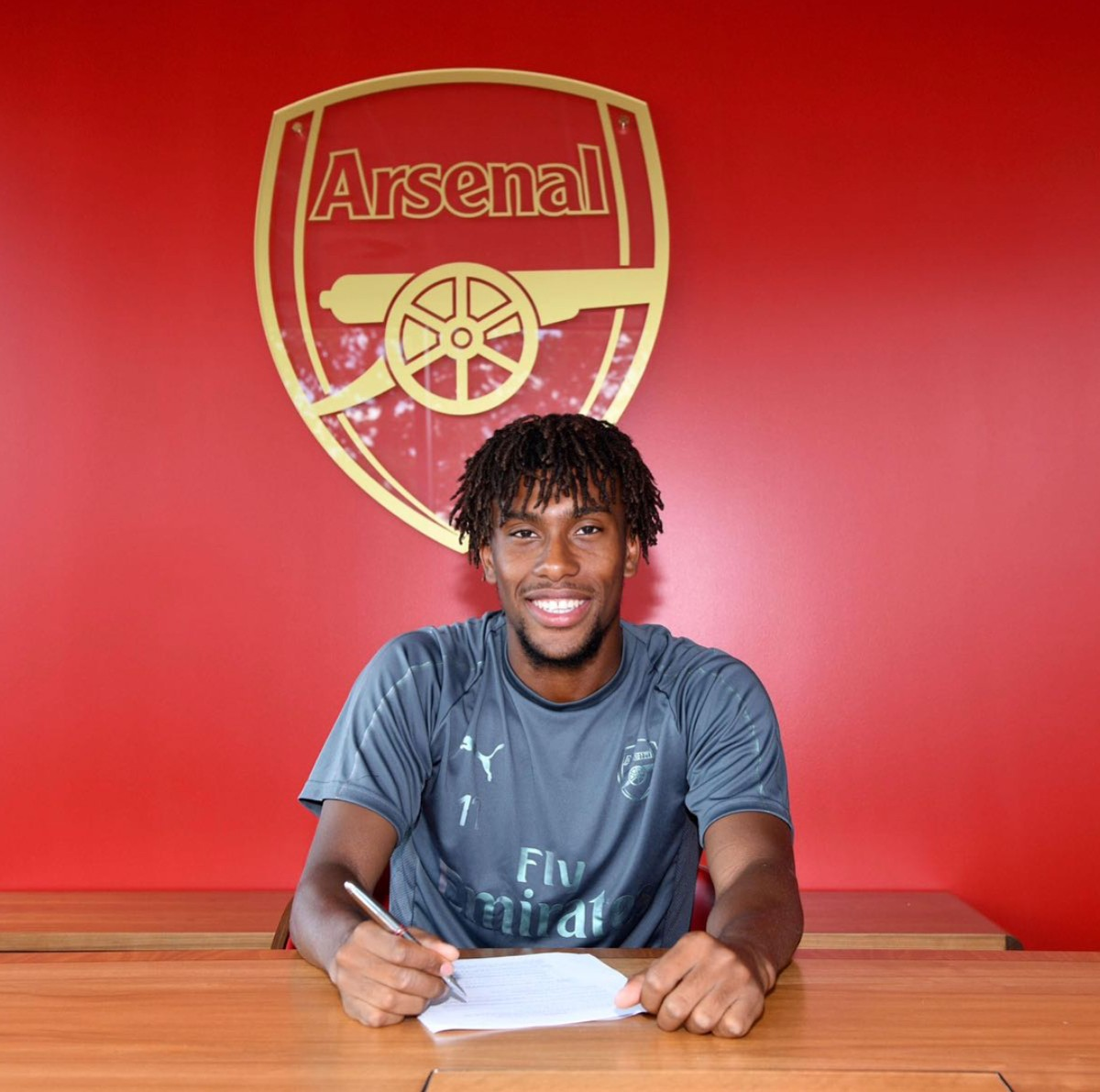 Alex Iwobi Pens New Arsenal Contract