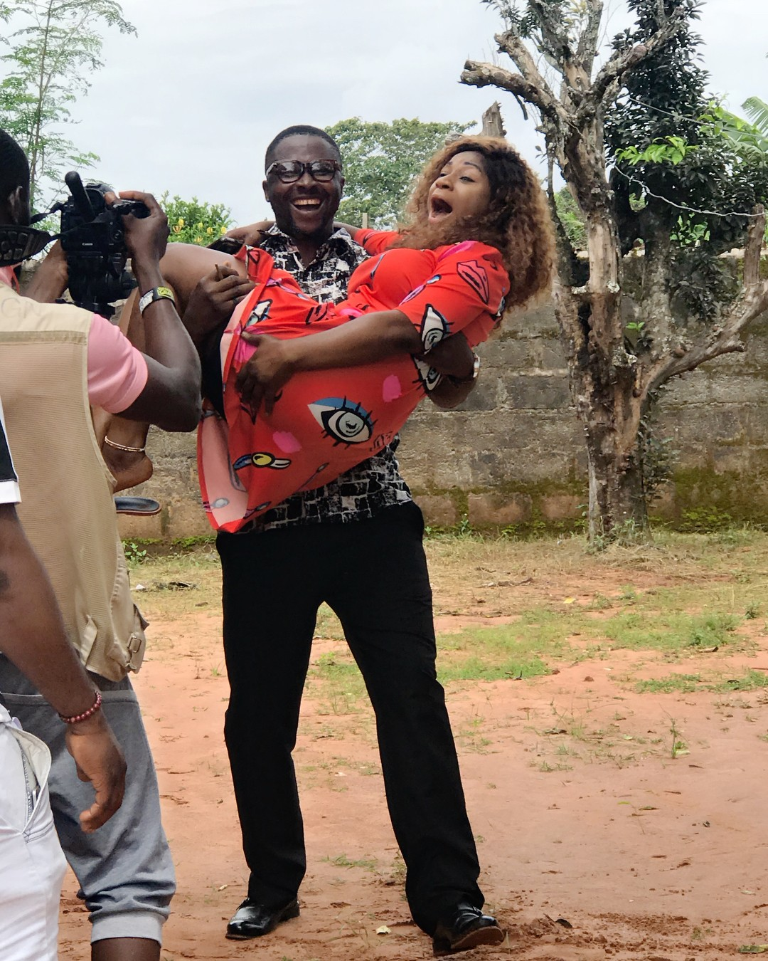 Desting Etiko And Onny Michael Pictured Getting Romantic On Set (2)