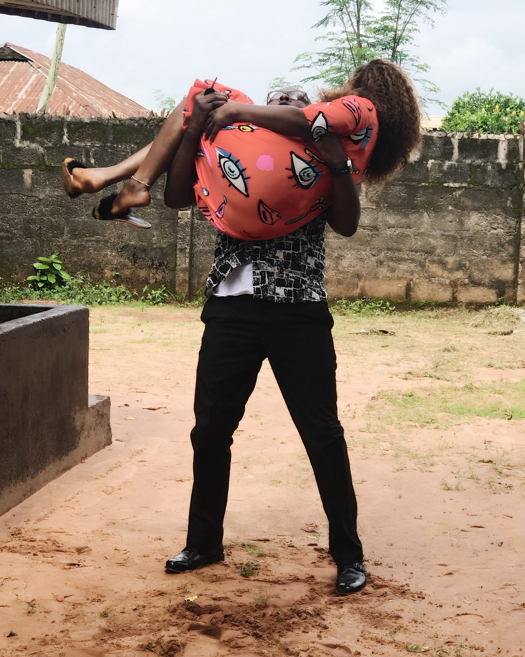 Desting Etiko And Onny Michael Pictured Getting Romantic On Set (3)