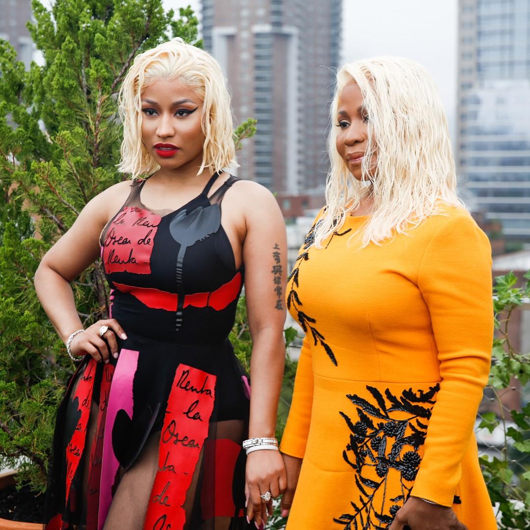 Nicki Minaj And Mother Twinning With Platinum Blonde Wet Hair (2)