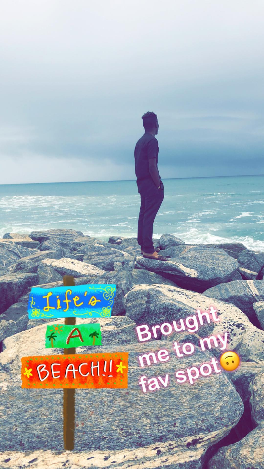 Shatta Wale And Michy Kiss As They Hit The Beach (3)
