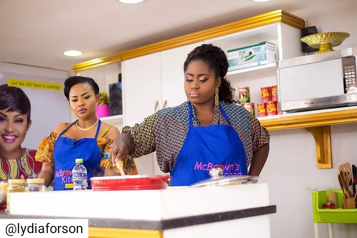 Lydia Forson Cooks Ghana Jollof On McBrown's Kitchen TV Show (2)