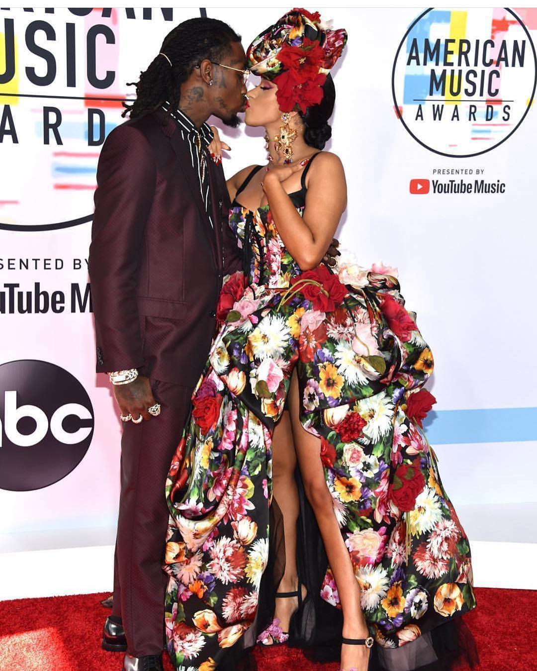 Cardi B And Offset Kiss Passionately At American Music Awards 2018 (2)